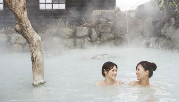 Trải nghiêm cảm giác tắm khoáng nóng giữa mùa đông lạnh giá