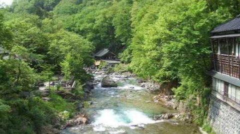 5 suối nước nóng tự nhiên tốt nhất trên thế giới