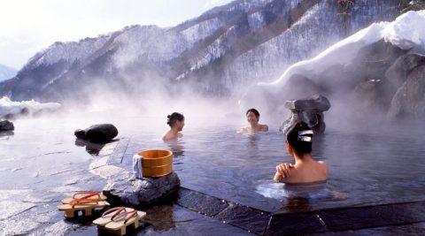 Nghi thức tắm suối nước nóng đặc biệt của Nhật Bản