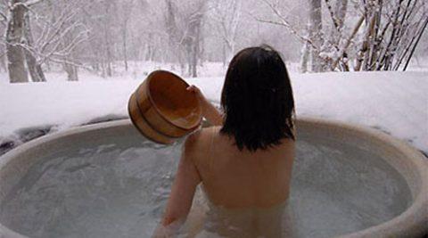 Góc tư vấn: Điều chị em cần lưu ý khi tắm nước khoáng nóng